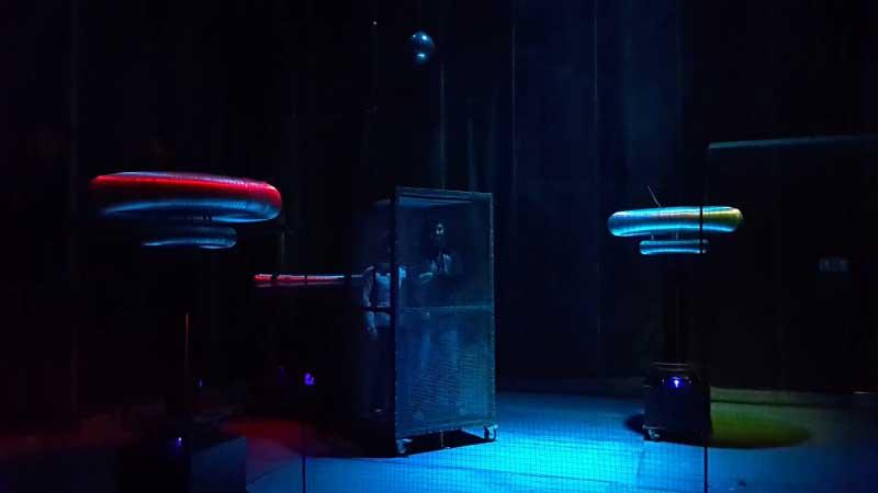 клетка страха музей тесла в Адлер